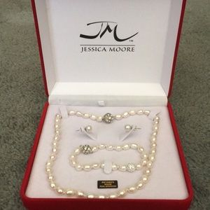 Jewelry - Pearl Necklace, Bracelet, & Pierced earrings set